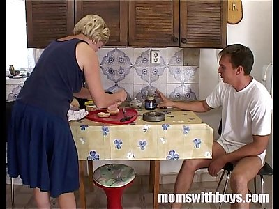 Mature Stepmom Serving Pussy In Breakfast To Her Stepson